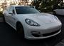 Beyaz Porsche Panamera Ön Sağ Görünüm